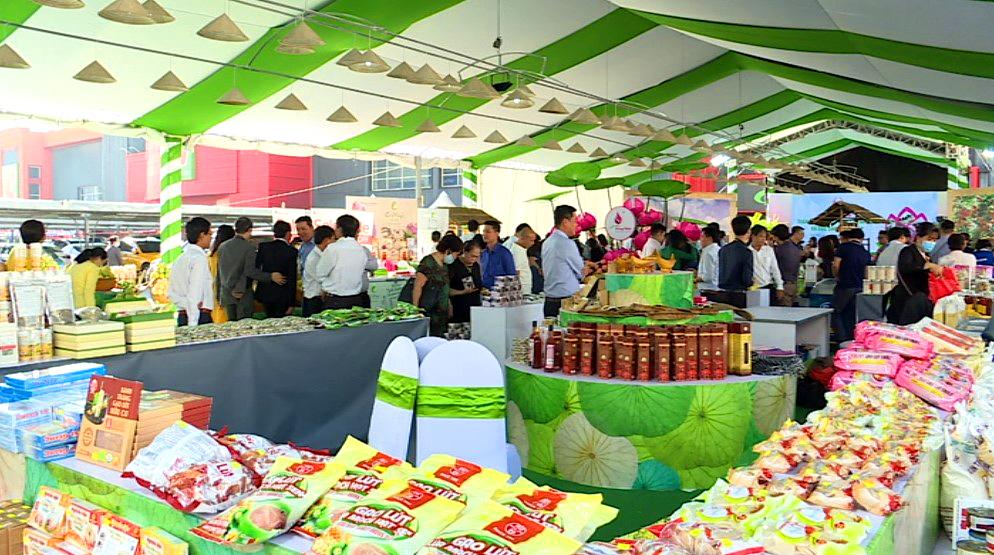 Khai mạc Tuần hàng thực phẩm cá tra/basa, đặc sản Đồng Tháp tại Hà Nội